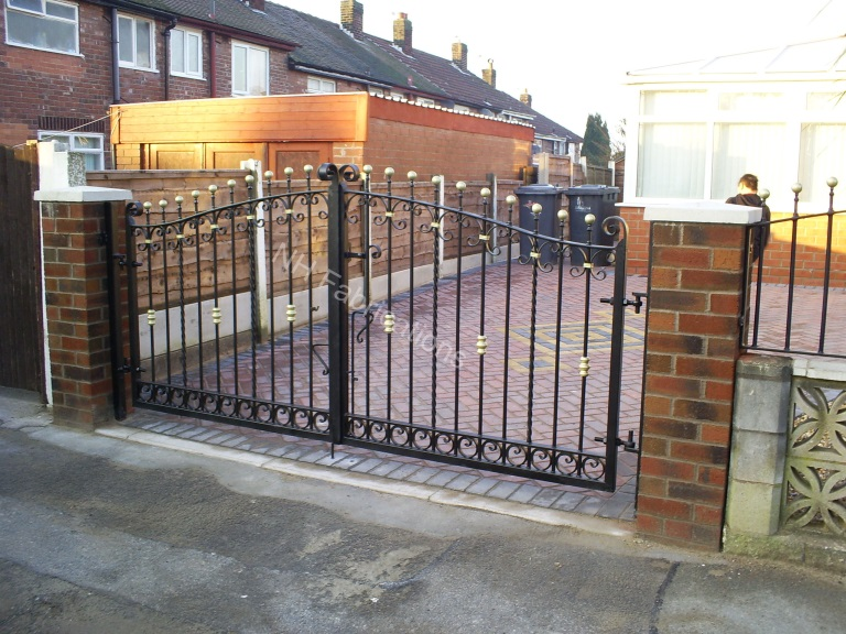 Nh fabrications domestic driveway gates manchester